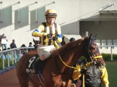 パドック:ネヴァーフェイドと藤岡佑介騎手