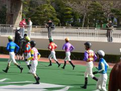 川須騎手ダッシュ