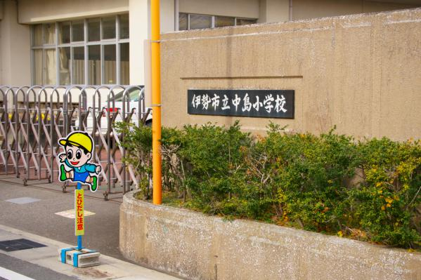 校門 / Gate of school
