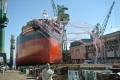 ⑥ドッグを滑る新造船