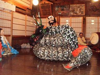 川名津神楽保存会の皆さんによる「大蛇退治」