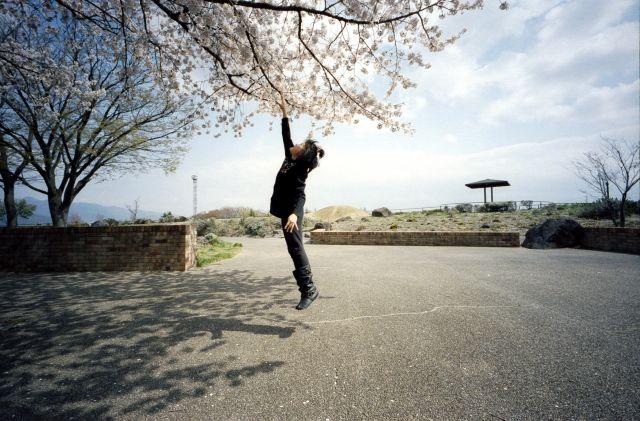 桜の木の下で02d