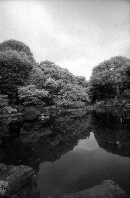 水面のある公園01b