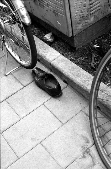 ShoesAlone01a