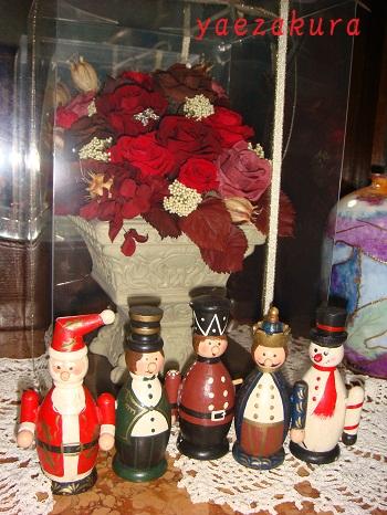 プリザーブドフラワーと人形