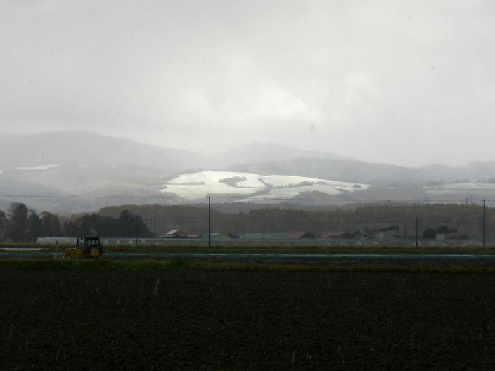 20101026_丘にも雪が
