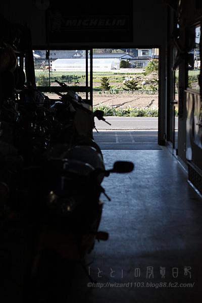 バイク屋通路
