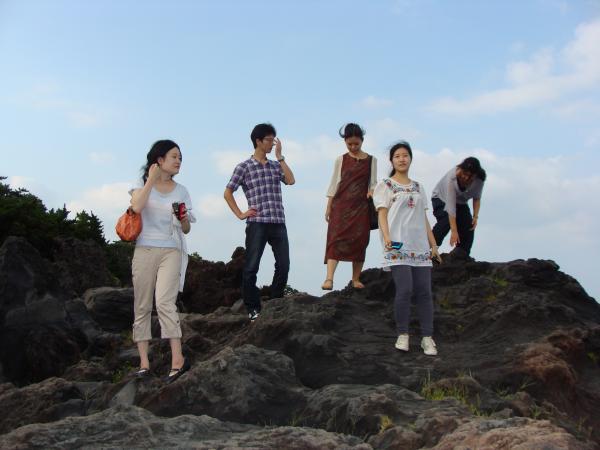城ヶ崎海岸にて。ここに日蓮が流されたのですね。