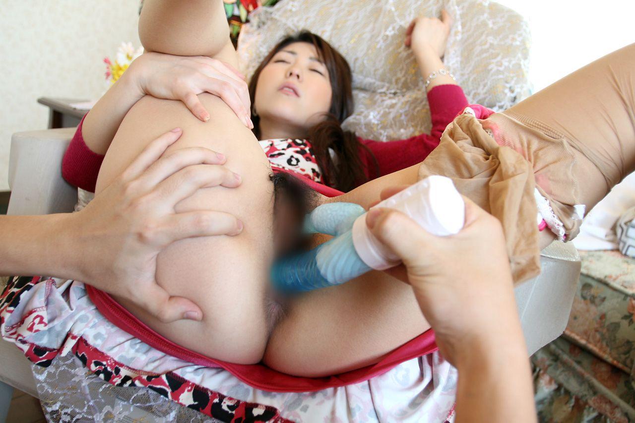 女性器にバイブ挿入中のエロ画像 2