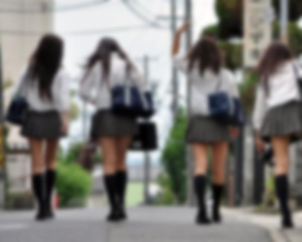 【裏山】フツメン童貞だった俺がクラスのヤンキー娘4人の逆公衆便所にされた話・・・・・・