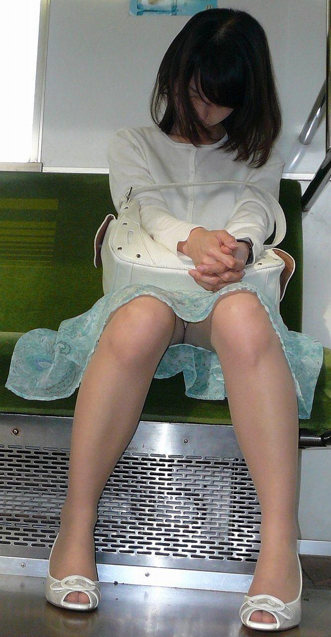電車内 パンチラ 画像 3