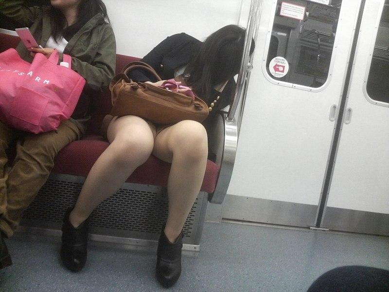 電車内 パンチラ 画像 7