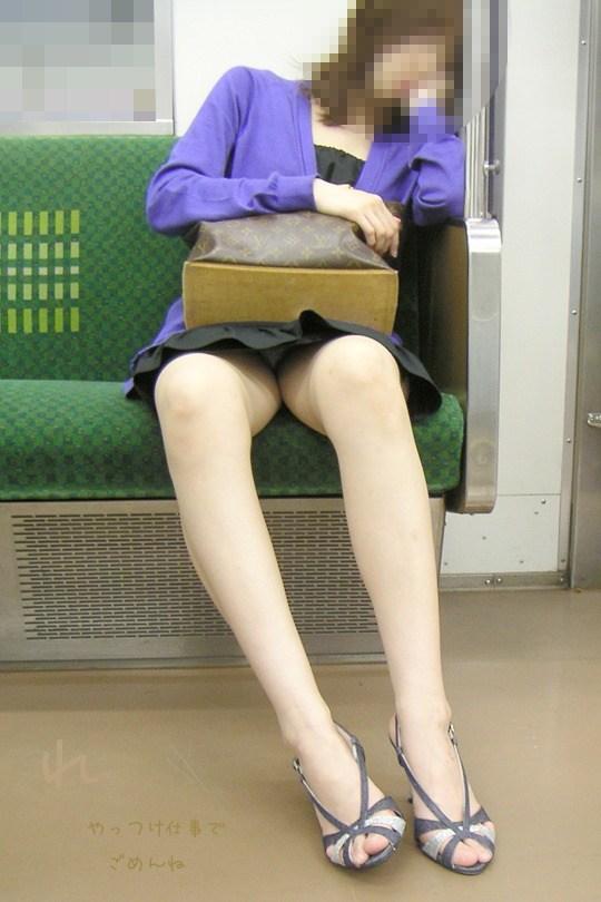 電車内 パンチラ 画像 8