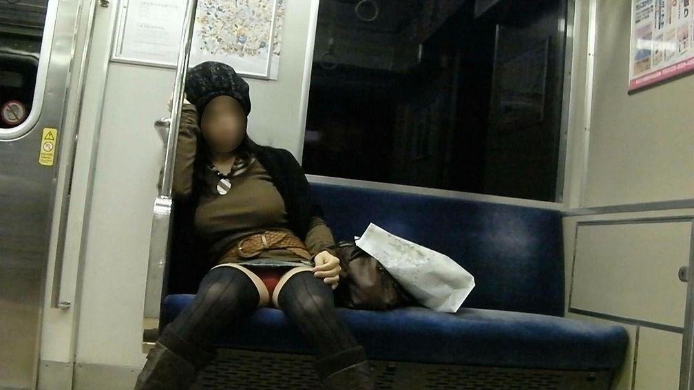電車内 パンチラ 画像 9