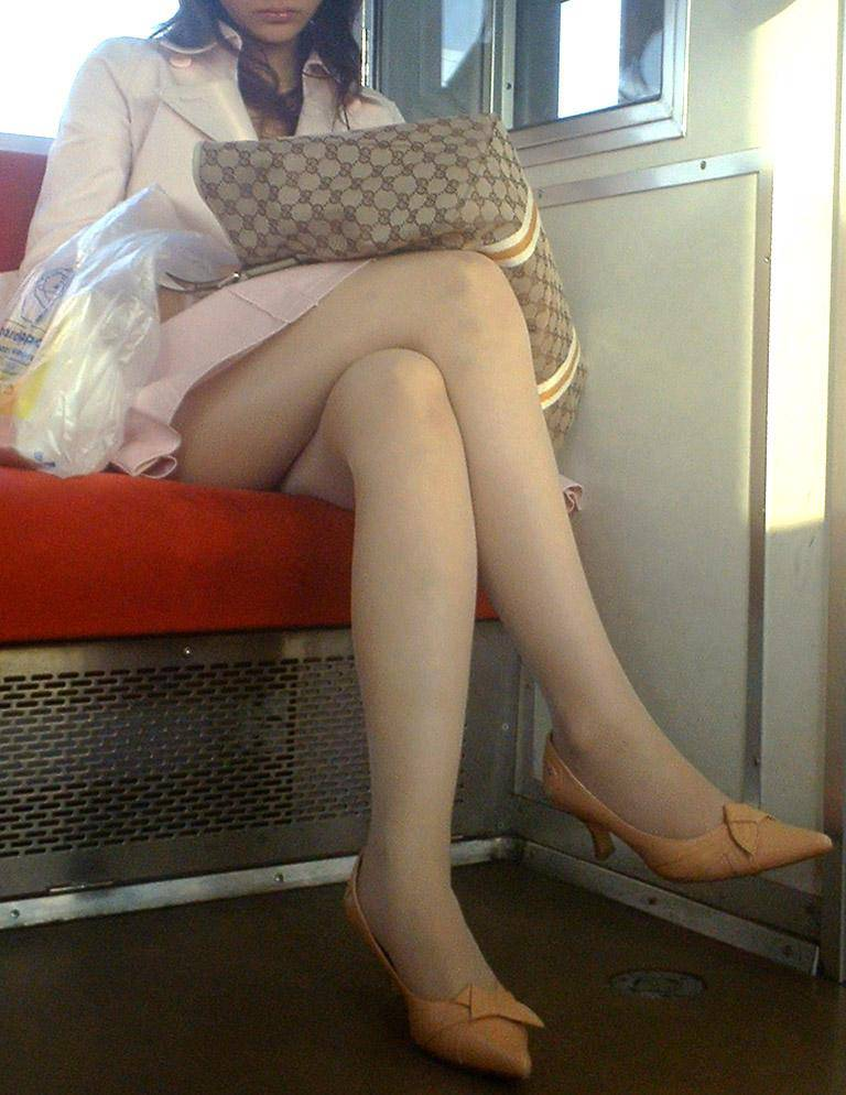電車内 パンチラ 画像 34
