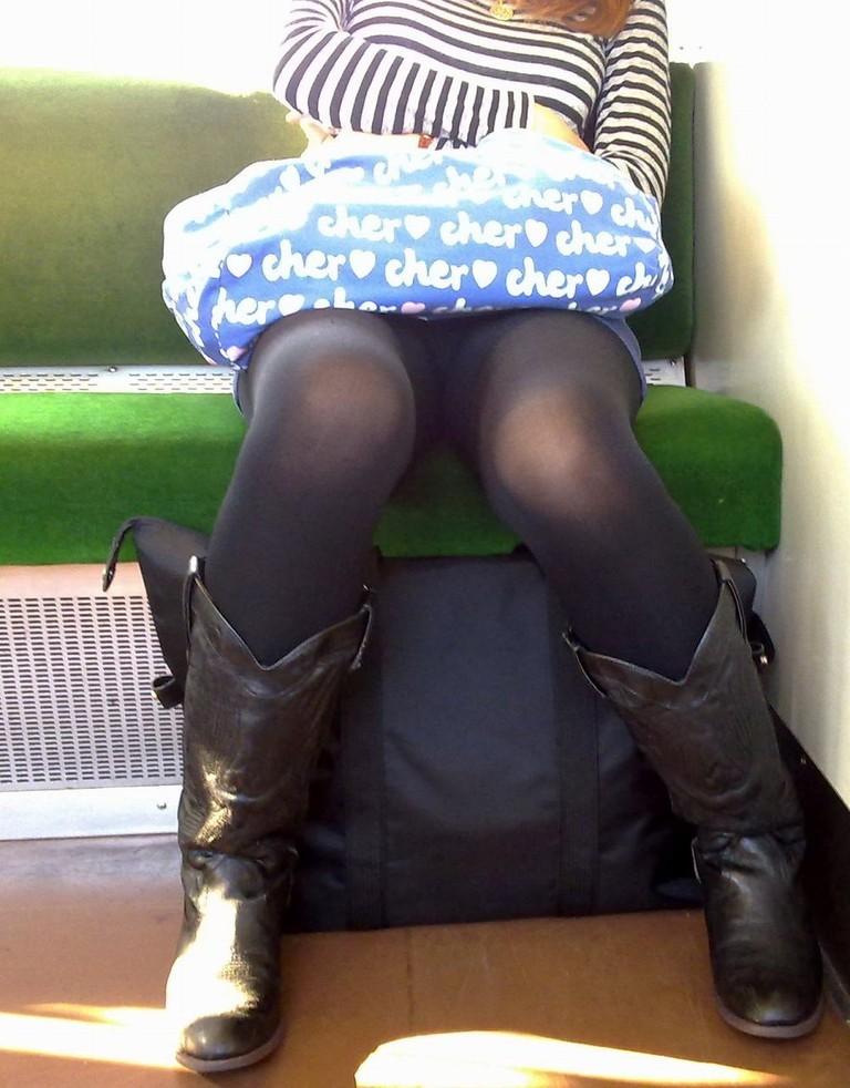 電車内 パンチラ 画像 48