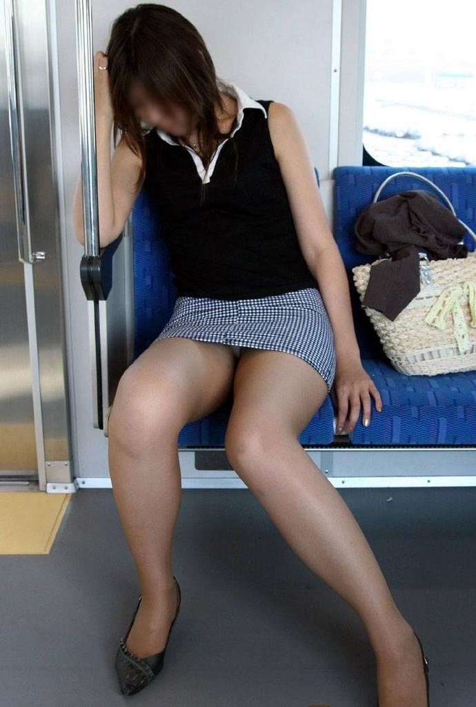 電車内パンチラ 画像 1