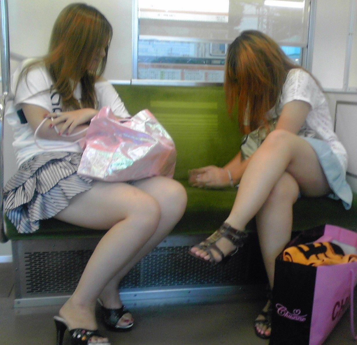 電車内パンチラ 画像 12