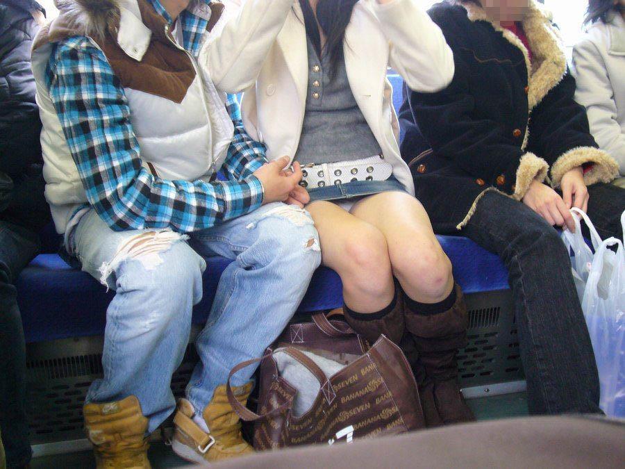 電車内パンチラ 画像 13