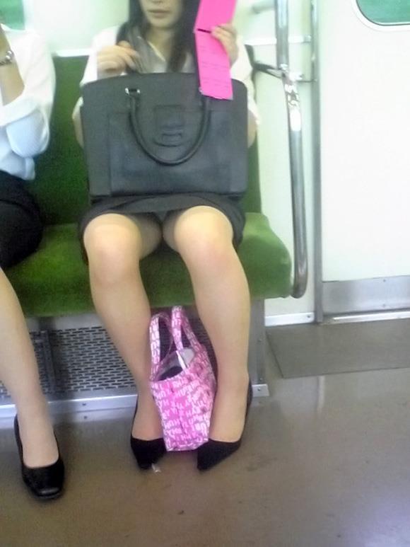 電車内パンチラ 画像 14