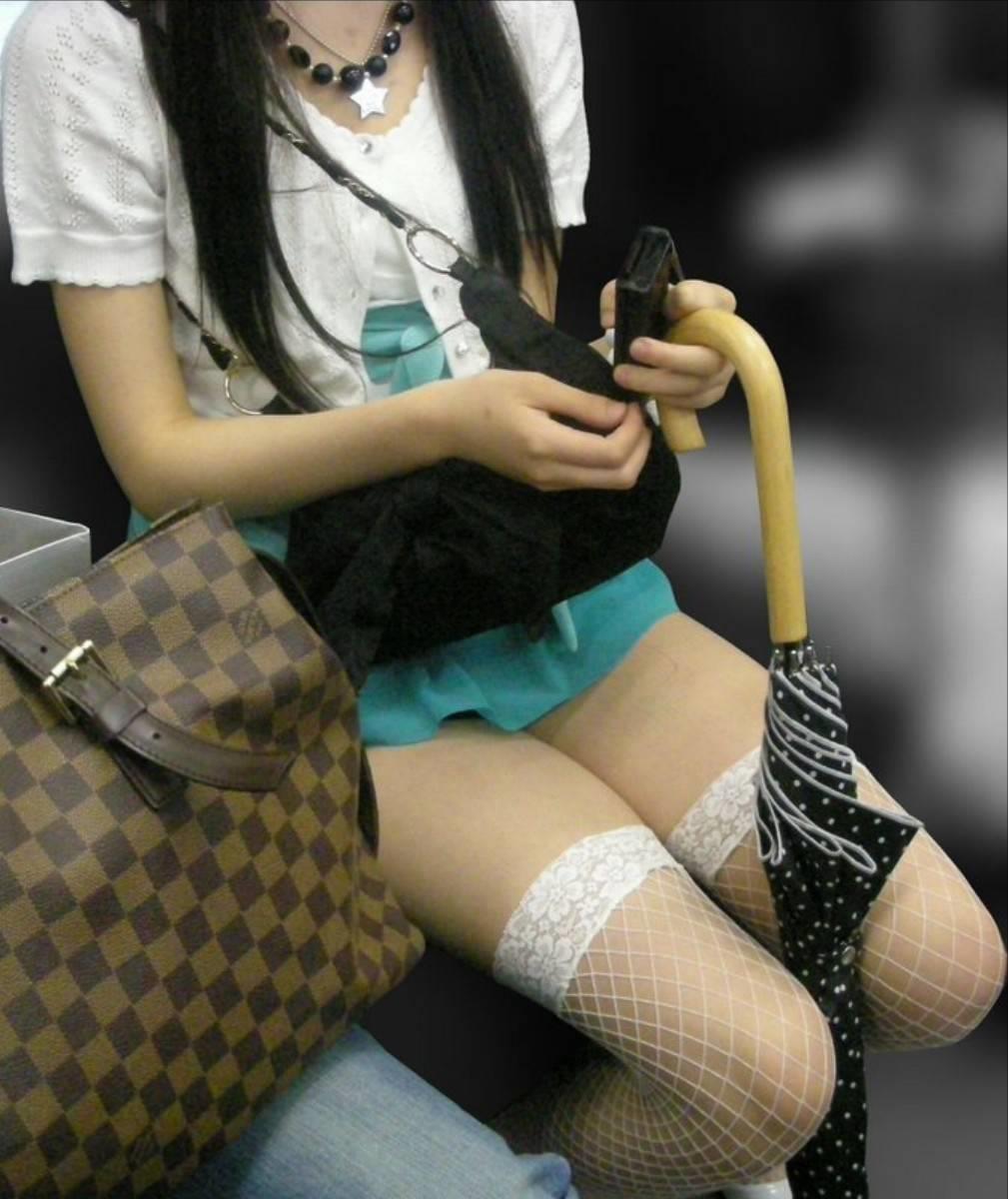 電車内パンチラ 画像 16