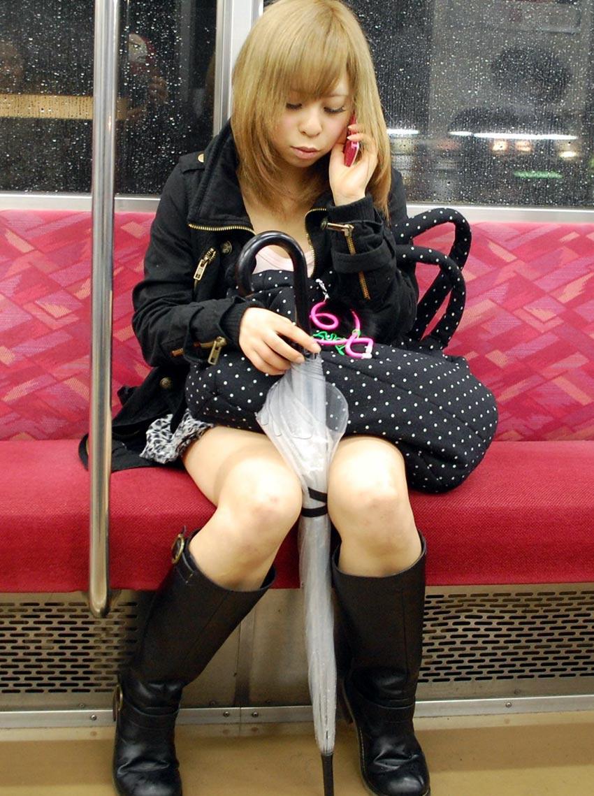 電車内パンチラ 画像 17