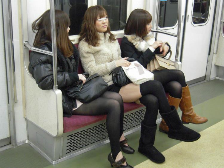電車内パンチラ 画像 18