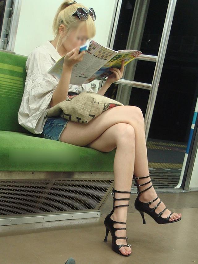 電車内パンチラ 画像 23