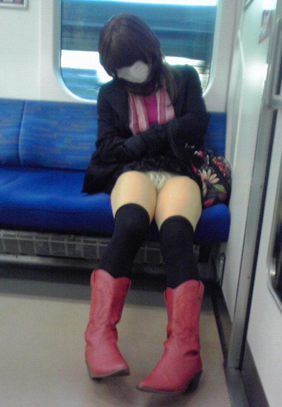 電車内パンチラ 画像 27