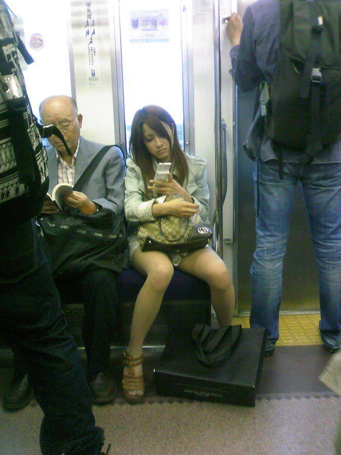 電車内パンチラ 画像 30
