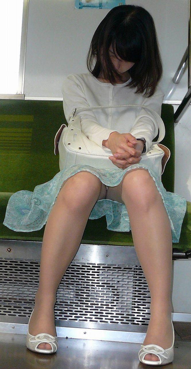 電車内パンチラ 画像 36