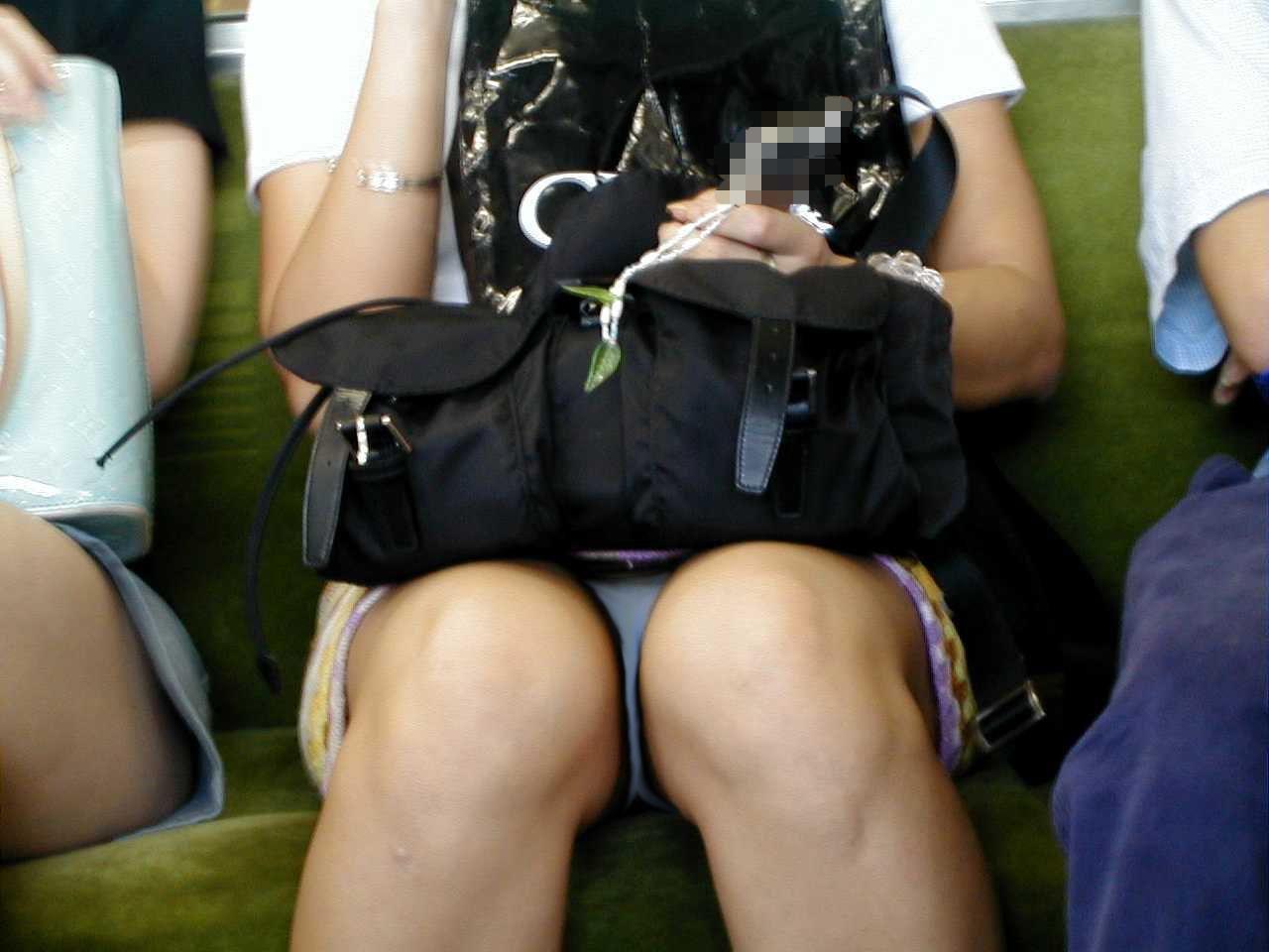電車内パンチラ 画像 46