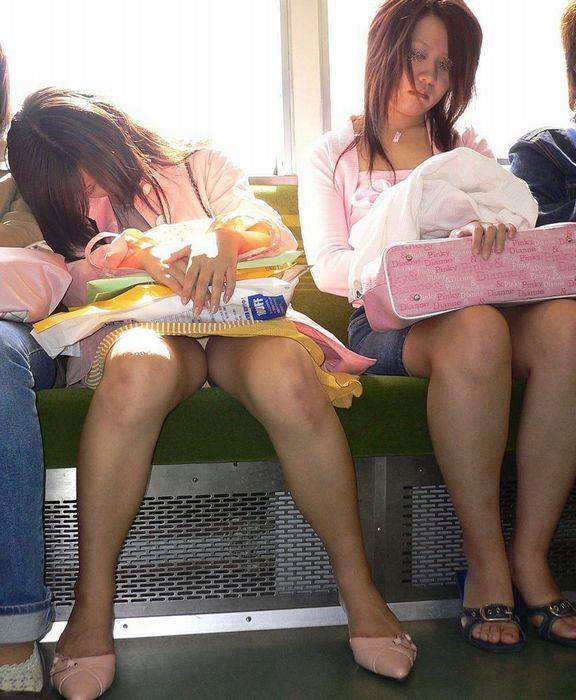 電車内パンチラ 画像 47