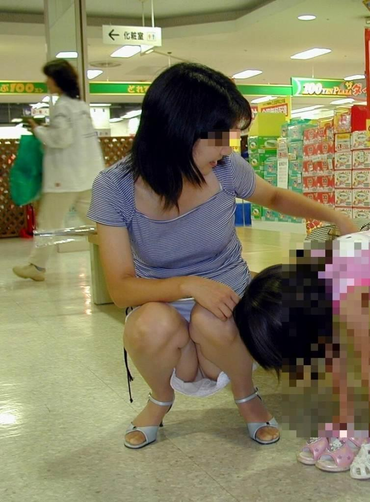 子連れ若妻 パンチラ 画像 16