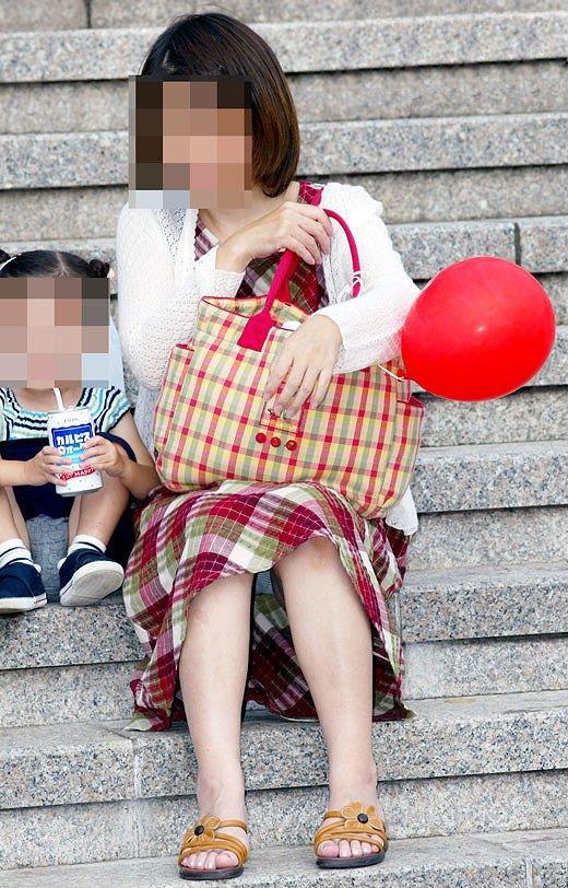 子連れ若妻 パンチラ 画像 32