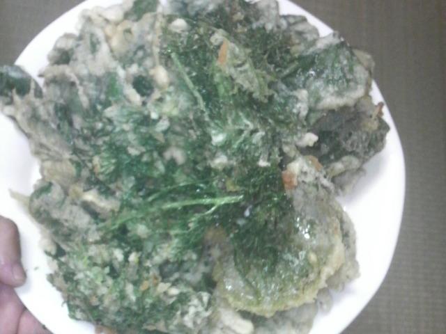 サツマイモとニンジンの葉とユキノシタの天ぷら