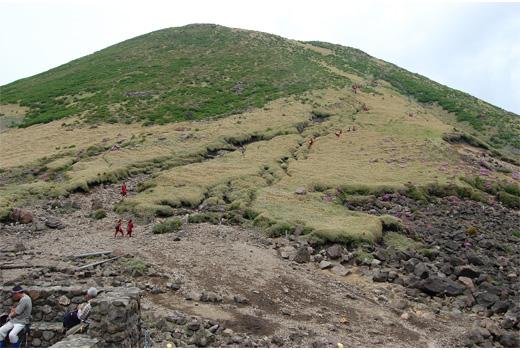 すがもり越からの三俣山西峰