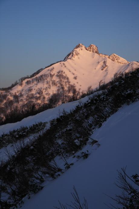 朝焼けの烏ヶ山