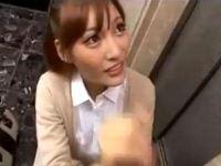 明日花キララ エレベーター前で手コキフェラする淫乱お姉さん【pornhub無料動画】