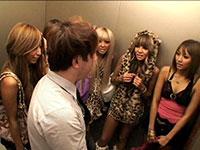 【企画】突然急停止したエレベーターの密室でギャル5人に無理矢理抜かれちゃいました!【PornHub】
