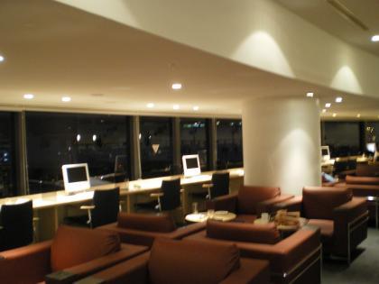 シンガポール2013.3デルタラウンジ1パソコン