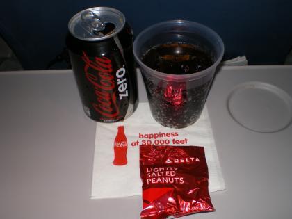 シンガポール2013.3デルタ621便飲物サービス