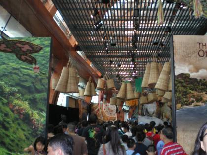 シンガポール2013.3マリタイムミュージアム混雑する館内