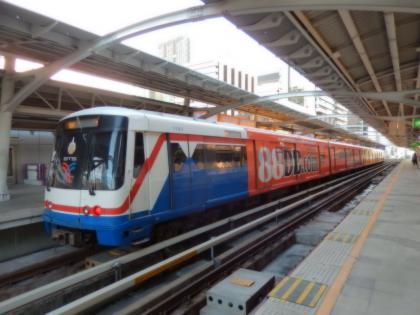 バンコク2013.5スカイトレイン電車