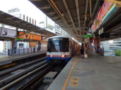 バンコク2013.5スカイトレインチョンノンシー駅