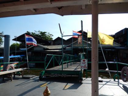 バンコク2013.5暁の寺渡し船2
