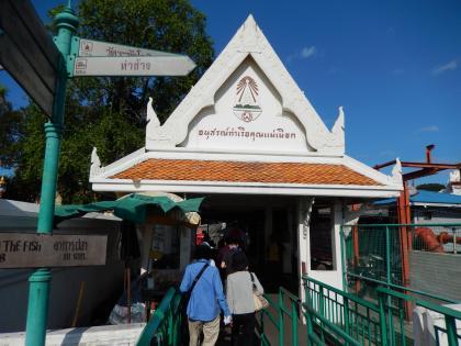 バンコク2013.5暁の寺渡し船降り場