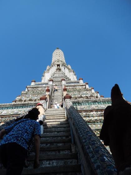 バンコク2013.5暁の寺大仏塔階段2