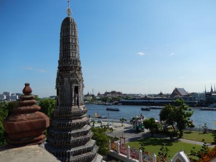 バンコク2013.5暁の寺大仏塔階段第1段からの眺め