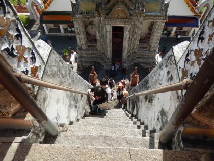 バンコク2013.5暁の寺大仏塔階段3